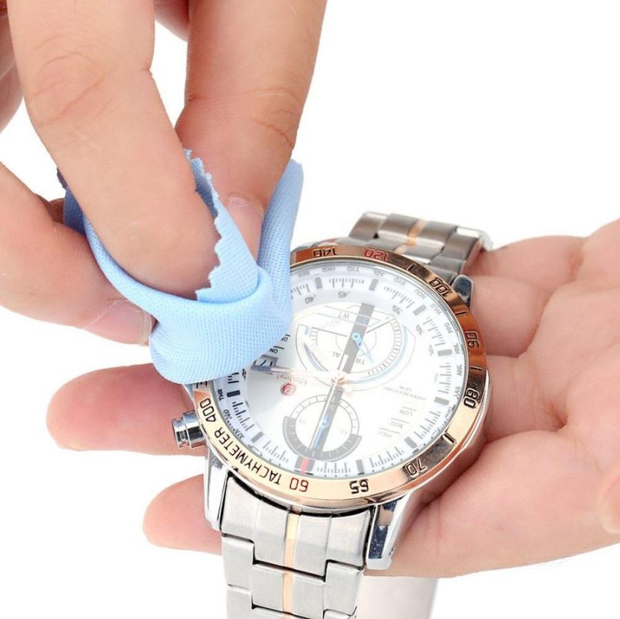 Cách tốt nhất là vệ sinh đồng hồ thường xuyên