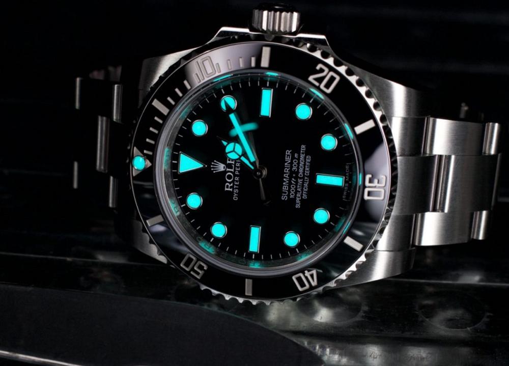 Đồng hồ lặn chuyên nghiệp phát sáng trong bóng tối