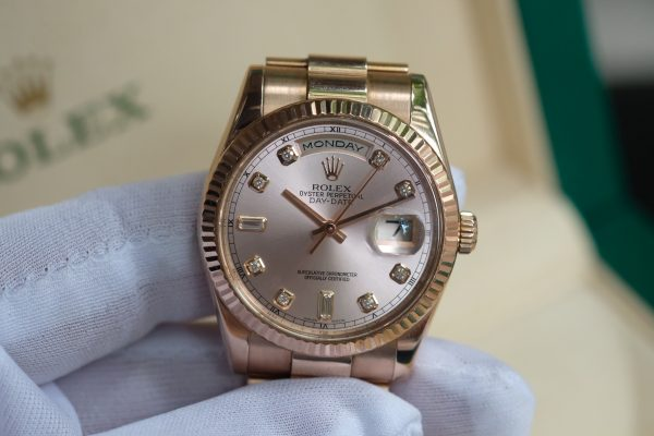Đồng hồ Rolex Day Date 118235 mặt tia hồng size 36mm